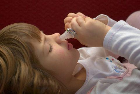 Эффективные капли для закапывания в нос можно не только приобрести в аптеке, но и приготовить самостоятельно.