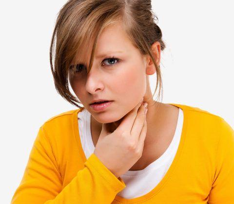 Комок в горле и слизь могут появляться по разным причинам
