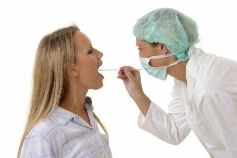Лечение горла назначает врач после осмотра