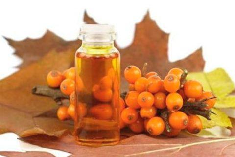 Облепиховое масло быстро поможет снять удушливый приступ ларингитного кашля.