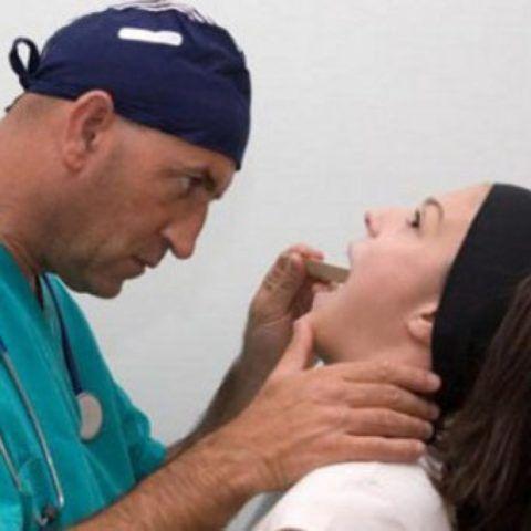 От чего в горле возникает гнойный абсцесс