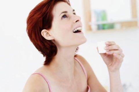 Полоскание позволяет значительно быстрее вылечить горло