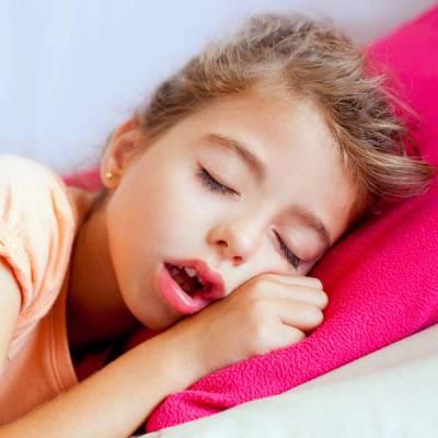 При аденоидах ребенок практически всегда дышит ртом