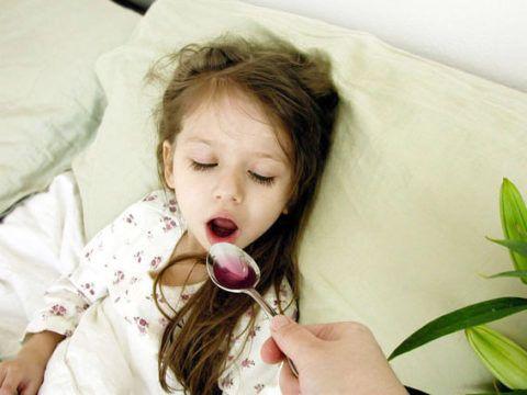 Самый опасный кашель у детей в ночное время, он может вызвать отек гортани и удушье.