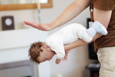 Ситуация с ребенком требует незамедлительных действий.