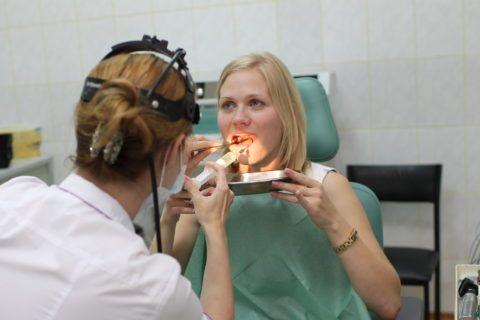 Специалист после осмотра достоверно поставит диагноз хронического тонзиллита