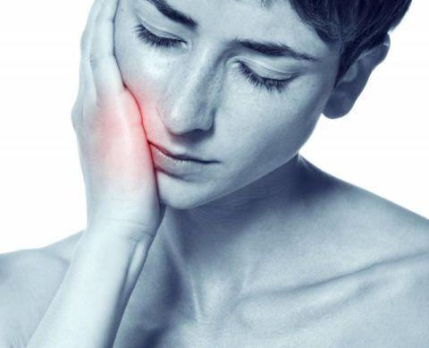 Удаление зуба иногда провоцирует появление боли в горле