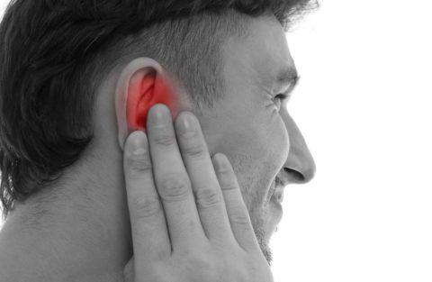Боль в горле вызывает иррадиирующую боль в ухе