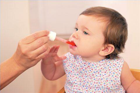 Фото.Орошать горло у малышей вместо полоскания
