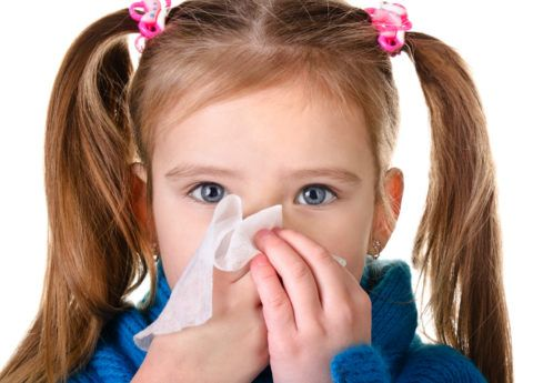 Мокрота в горле без кашля у ребенка часто является следствием синусита