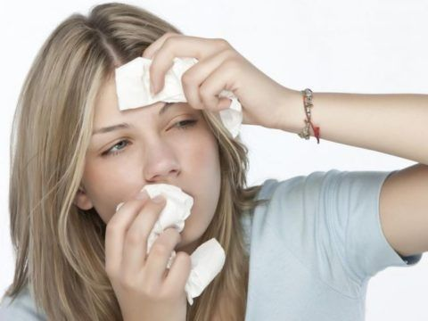 При снижении иммунитета к вирусному воспалению присоединяется бактериальное