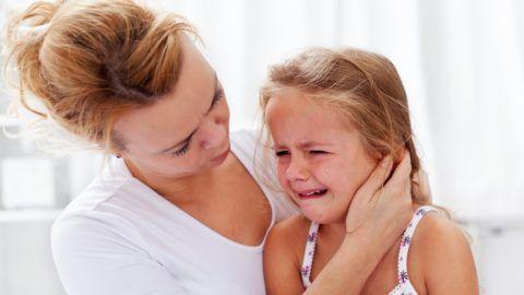 Слезы — частая реакция не лечение раствором люголя