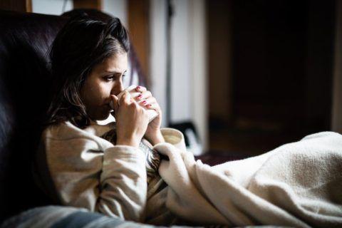 Старайтесь находиться в тепле, соблюдая постельный режим