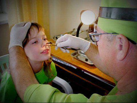 Решение о необходимости операции принимает лечащий врач детский отоларинголог (на фото)