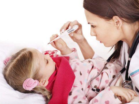 Девочка в постели, температура