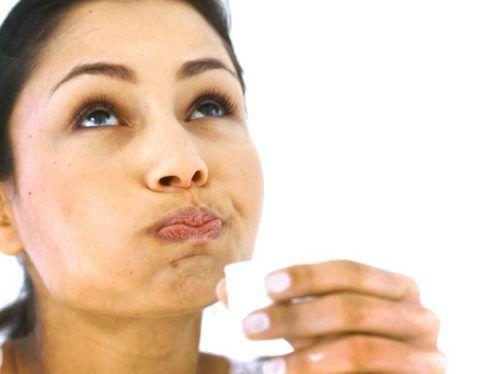 Полоскание горла антисептиком