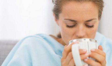 Обильное питье при болях в горле