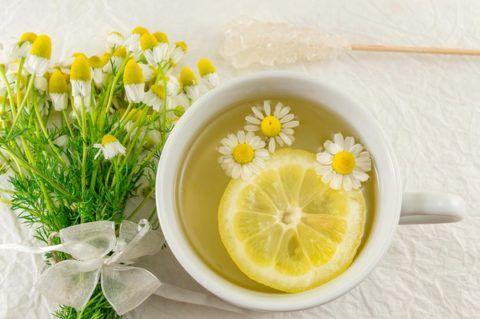 Чай с ромашкой и лимоном
