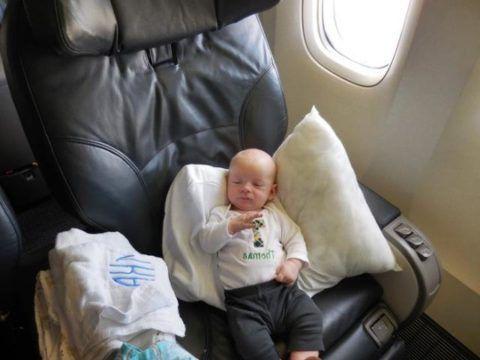 Труднее всего лететь с больным ребенком, поскольку детский плач будет раздражать весь салон